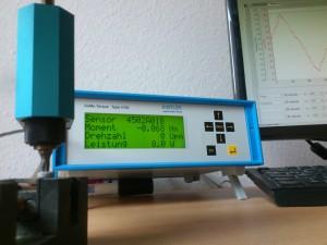 Schraubfall-Analyse von Verbindungen, Weiterdrehmoment-Ermittlung an einer zuvor gealterten/getesteten elektrischen Verbindung, elektrische Schraubverbindung, Messgenauigkeit 0,2%, Messfrequenz bis 10 kHz